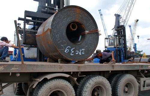 Nhiều doanh nghiệp ngành thép lo lắng chi phí vận tải sẽ tăng trong thời gian tới Ảnh: Tấn Thạnh