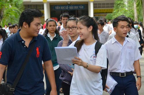 Thí sinh sau khi thi môn văn tại điểm thi Trường THPT Nguyễn Khuyến, TP HCM . Ảnh: TẤN Thạnh