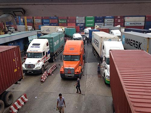 Vận chuyển hàng hóa tại cảng Cát Lái