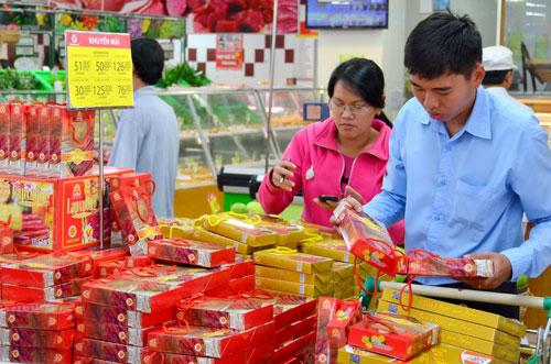 Sức ép cạnh tranh đã trực diện đối với cộng đồng doanh nghiệp nội khi hàng hóa nước ngoài tràn vào Ảnh: Tấn Thạnh