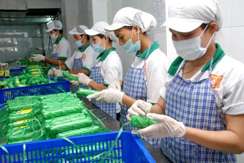 Sản xuất thực phẩm chế biến tại một doanh nghiệp ở quận Bình Thạnh, TP HCM Ảnh: Tấn Thạnh