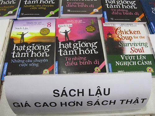 """Sách lậu khiến ngành xuất bản """"đau đầu""""Ảnh: Hòa Bình"""