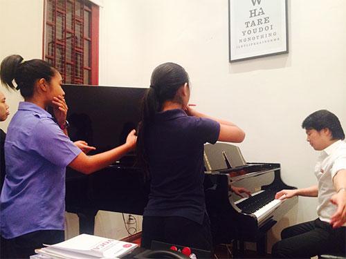 Lớp dạy nhạc của ca sĩ - nhạc sĩ Thanh Bùi