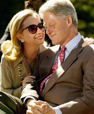 Các nhân viên Nhà Trắng tiết lộ bà Hillary từng dùng sách đánh ông Clinton vào thời gian xảy ra bê bối tình ái của chồng Ảnh: AP