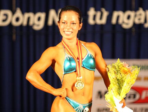 Nhà vô địch thể hình châu Á Đinh Kim Loan tiếp tục thành công ở thể loại Ms Fitness