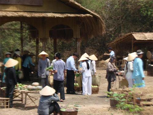 Cảnh quay trong phim Tơ đồng vương vấn tại phim trường Hòa Phú (huyện Củ Chi, TP HCM)