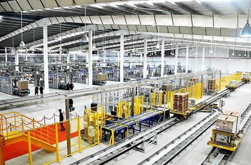 Nhà máy sản xuất sữa nước hiện đại bậc nhất thế giới được Vinamilk đầu tư hơn 2.400 tỉ đồng, tất cả các quy trình trong nhà máy đều được tự động hoá 100%.