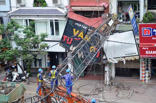 Hiện trường vụ gãy cần cẩu tại dự án đường sắt đô thị Hà Nội vào chiều 12-5 Ảnh: Nguyễn Hưởng