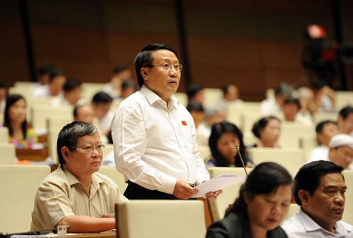 Đại biểu Hà Sỹ Đồng (Quảng Trị) đề nghị cần tính toán lại các chỉ số về nợ công theo đúng bản chất kinh tế  Ảnh: THẮNG LONG