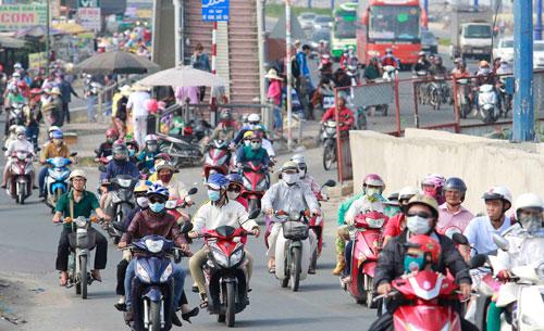 Chủ sở hữu xe máy sẽ có cơ hội không phải đóng phí sử dụng đường bộ khi nhiều địa phương cùng đề xuất bỏ khoản phí này Ảnh: Hoàng Triều