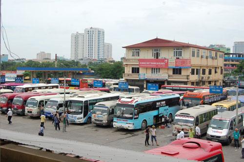Mới chỉ có 95/209 DN vận tải tại Bến xe Mỹ Đình (Hà Nội) thông báo giảm giá cước vận tải từ 5%-12% Ảnh: VĂN DUẨN