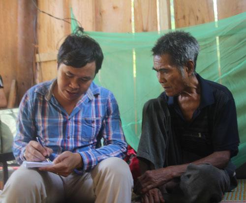Ông Lo Văn Bình kể lại sự việc với phóng viên Báo Người Lao Động Ảnh: HẢI VŨ