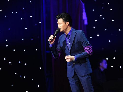 Ca sĩ Quang Dũng - một trong những ca sĩ không quan tâm đến chuyện xếp tên nghệ sĩ tham gia  để quảng cáo chương trình