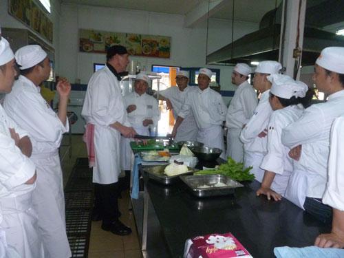 Lao động được Hycolasec tuyển chọn sang Úc tham gia thi sát hạch chuyên môn nghề bếp do doanh nghiệp phối hợp với Trường William Angliss (Úc) tổ chức