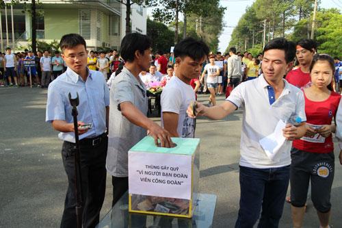 """Công nhân KCX-KCN TP HCM đóng góp cho Quỹ """"Vì người bạn đoàn viên CĐ"""""""