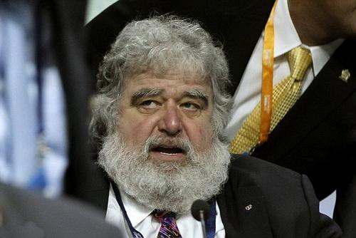 Chuck Blazer, cứu ủy viên FIFA người Mỹ, đang hợp tác với FBI để giảm nhẹ tội danh