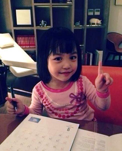 Con gái Triệu Vy