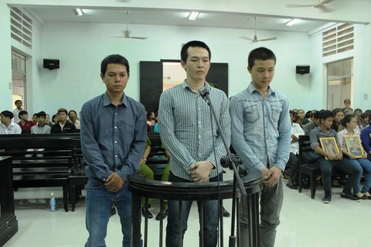 Các bị cáo tại phiên tòa phúc thẩm xét xử vụ các công an xã đánh chết học sinh