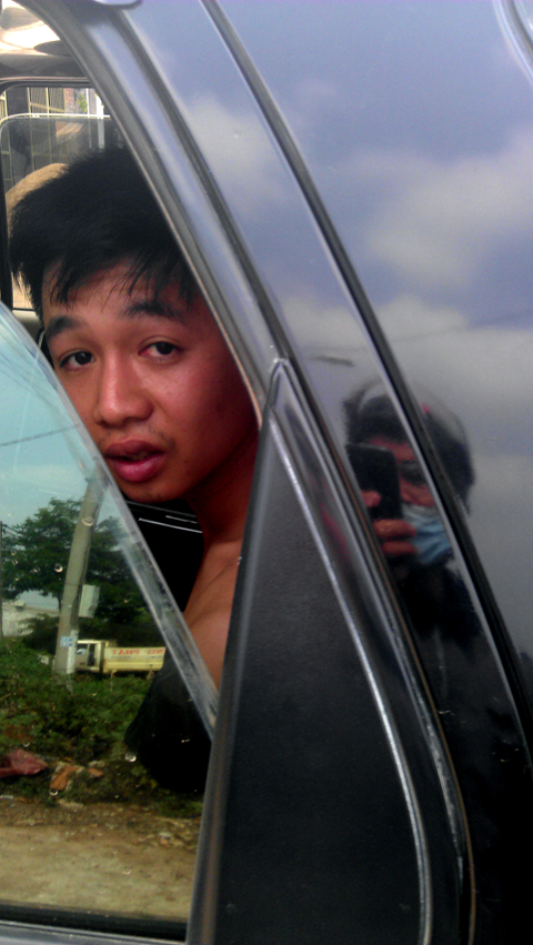 Hình ảnh CSGT Trần Quang Trung cởi trần, ngồi trong xe bắn tốc độ được ông Thành cung cấp cho Công an tỉnh Gia Lai