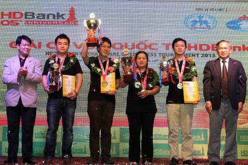 Lê Quang Liêm và Lê Kiều Thiên Kim giành hai ngôi vô địch của giải