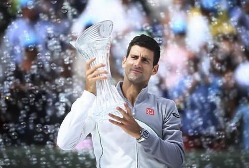 Chiếc cúp vô địch thứ 5 của Djokovic ở Miami