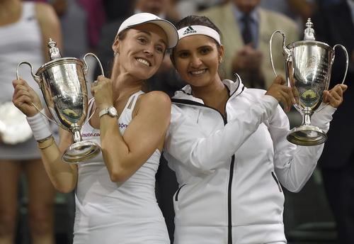 Đăng quang ở Wimbledon sau 17 năm với Sania Mirza