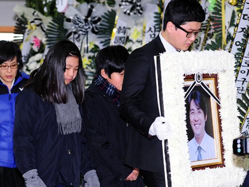 Jo Sung Min cũng bỏ hai con lại và tự tử