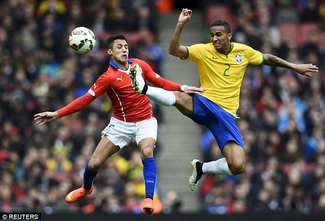 Danilo trong trận giao hữu với Chile hôm chủ nhật qua