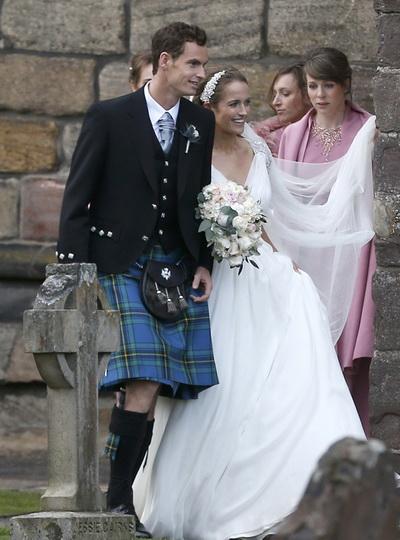 Sau khi làm lễ cưới ở nhà thờ Dunblane