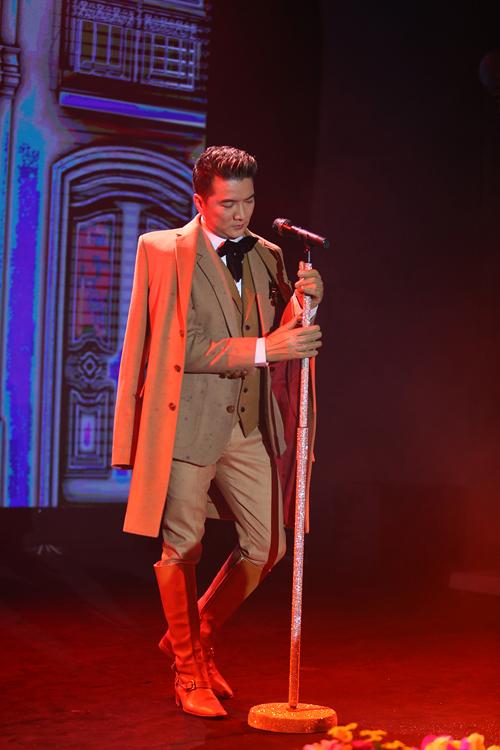 Đàm Vĩnh Hưng cùng khán giả Hà Nội chia tay năm 2014 bằng một đêm nhạc ấn tượng