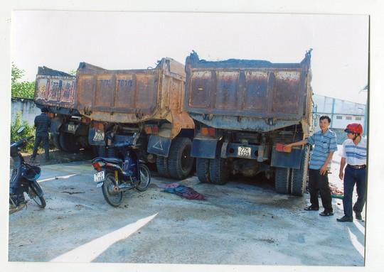 Dàn xe ben của Công ty TNHH Hồng Hà bị rỉ sét khi bị QLTT giữ quá lâu