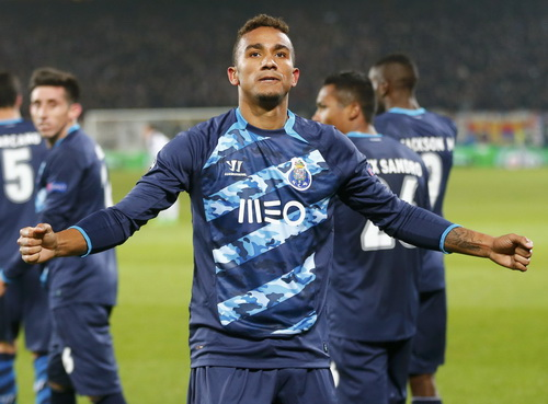 Danilo ghi bàn gỡ hòa cho Porto