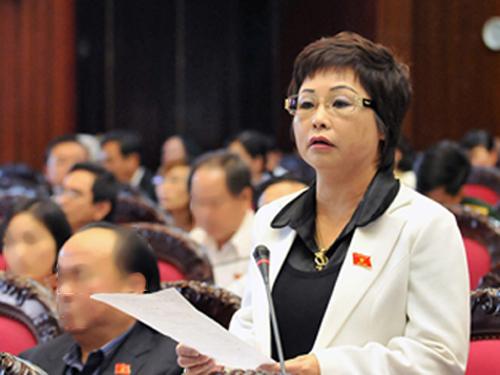 Bà Châu Thị Thu Nga phát biểu trong một phiên họp tại Quốc hội