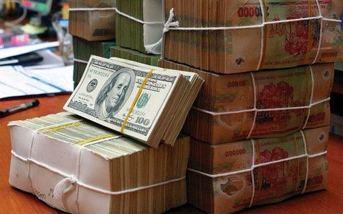 Các ngân hàng thương mại tiếp tục thu hẹp trạng thái âm nắm giữ và một số có thể chuyển sang trạng thái ngoại tệ dương.