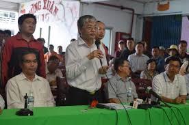 Thứ trưởng Bộ LĐ-TB-XH Doãn Mậu Diệp đối thoại với công nhân Công ty Pou Yuen về chính sách BHXH