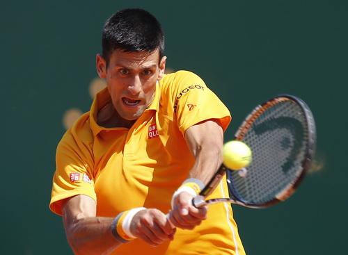 Djokovic giành quyền vào vòng 3