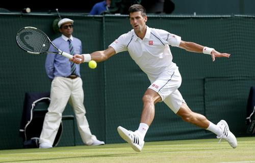 Djokovic giành quyền đi tiếp