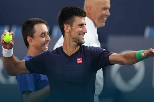 Djokovic cùng Tipsarevic vượt qua trận mở màn nội dung đôi