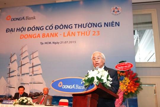 Ông Trần Phương Bình tại Đại hội cổ đông ngân hàng Đông Á hôm 21-7