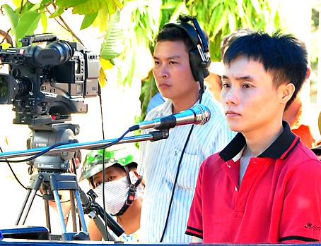 Tại phiên tòa xét xử lưu động ở trụ sở UBND phường Bình Đa (TP.Biên Hòa) ngày 29-7-2014, Tòa án nhân dân tỉnh đã tuyên phạt bị cáo Nguyễn Bá Duẩn (áo đỏ) mức án tù chung thân về tội giết người. Ảnh: Đăng Tùng