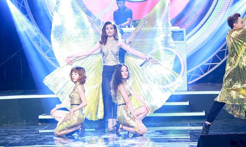Đông Nhi ngày càng khẳng định mình, cô hiện là nữ ca sĩ có lượng fan khùng, chỉ sau Mỹ Tâm