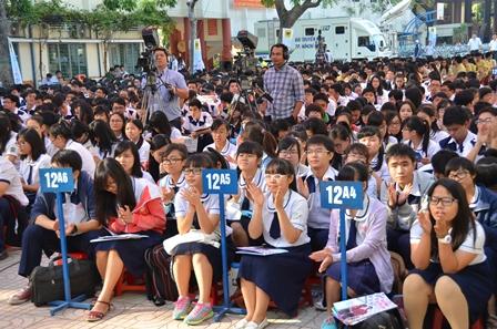 Chương trình được Đài truyền hình TP HCM truyền hình trực tiếp trên kênh HTV4
