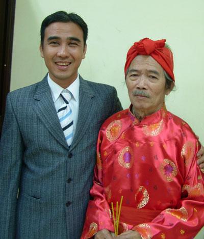 NSND Huỳnh Nga (phải)