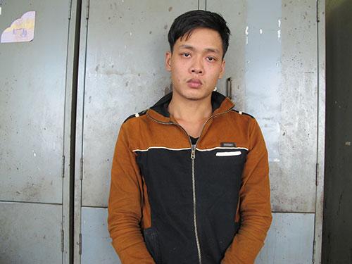 Phan Thị Thu Thùy (trên) và Lê Hữu Duy tại Công an quận 10, TP HCM