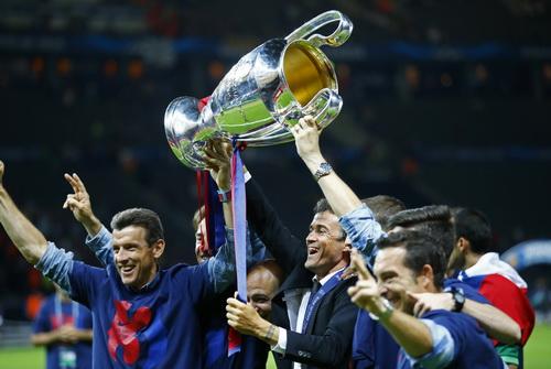 Luis Enrique (giữa) đưa Barcelona đến ngôi vô địch Champions League