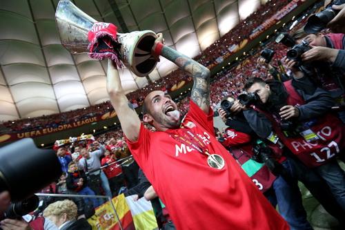 Đầu quân cho Barca, Vidal sẽ có cơ hội giành nhiều chiến tích vinh quang hơn Europa League