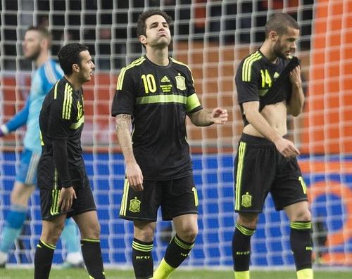 Nỗi thất vọng của Fabregas và đồng đội