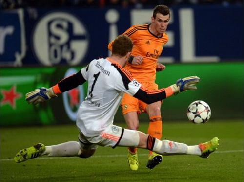 Thủ môn Farhmann có một trong những trận đấu đáng quên khi Schalke thua Real Madrid 1-6 mùa trước