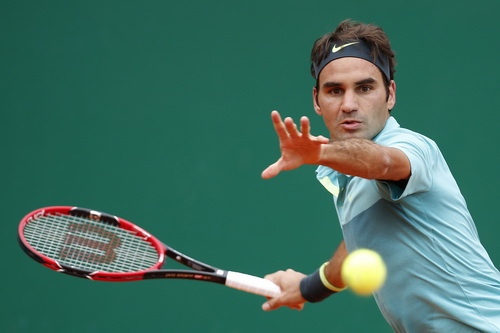 Federer thua sốc Gael Monfils, chia tay giải sau vòng ba