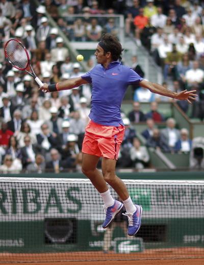 Federer nhập cuộc đầy hưng phấn, đánh bại Gael Monfils